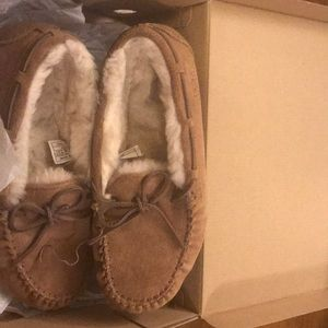 Uggs slippers shoes sz 8 women's